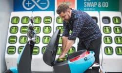 Il cambio di batterie di uno scooter Gogoro