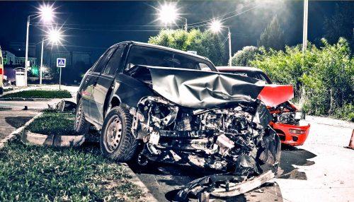 macchina distrutta da un incidente