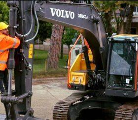 escavatore con operatore